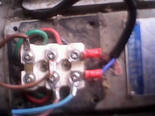 1千瓦电机的接线电路图,再请问一下它的两个电容分别是多大的?
