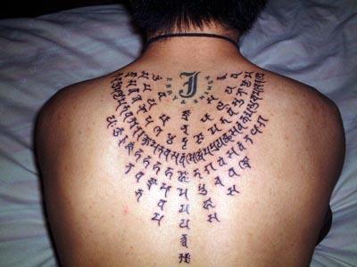请问谁知道梵文,我想纹身,帮看看图里是梵文文字不是什么意思图片