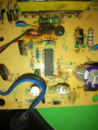 电动车充电器的电路板上二级管的地方写着d10是什么意思?