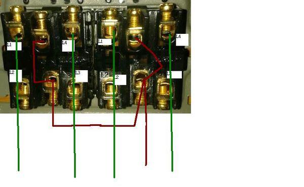 三个接线柱的触摸延时开关,火线in,零线,火线out,应该