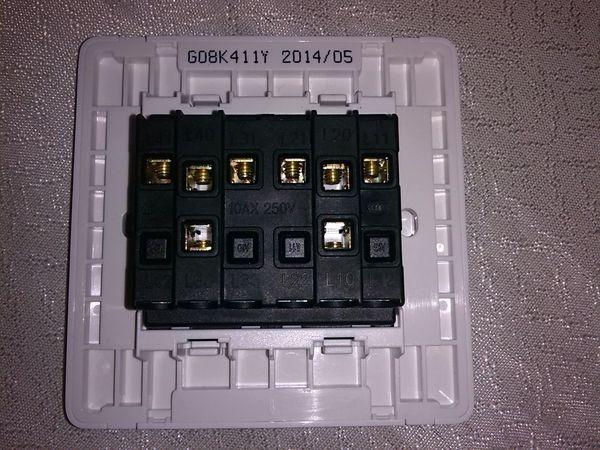 的孔,接火线,接线端子标有l11.l12.