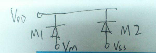 题目: 手机的充电器电路图,分不多都给你了  顺便给我讲解一下下图这个开短路测试是什么原理啊,M1,M2是什么元件?二极管么?  解答: 有Q吗 前面4个是二极管为整流.Q1主开关,变压器2 3两脚为IC供电加反馈,R6 R7反馈分压, 再问: DRI端输出脉冲波形的话,变压器主副线圈是否也有一段无电压的时间呢? 再答: FR1为输入限流,一般为10R D1-D4为整I流,C1 C2为滤波,(电压为DC310V)R3 R4为启动电阻,C4为IC电源滤波,变压器 2 3脚为辅助供电同时作为反馈电压稳压,R6