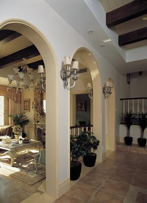 我知道室内的罗马式的拱形门洞柱子是人造grc柱子,拱形造型是用木龙骨