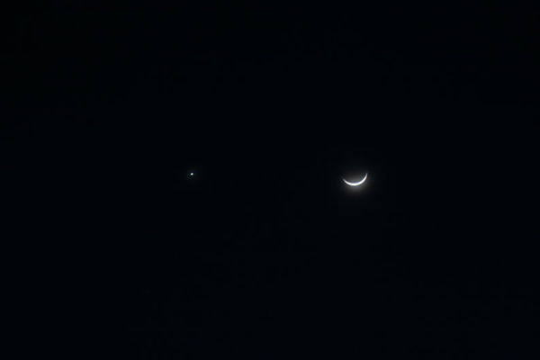 月亮旁边最亮的星星是什么星图片